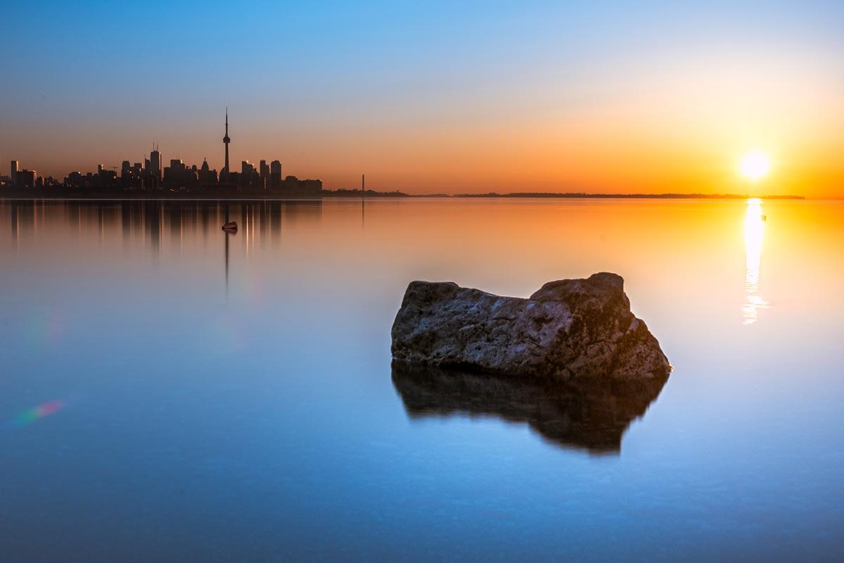 Toronto sunrise at Humber Bay - Photographer @magpie_n_moo / Michèle Thompson