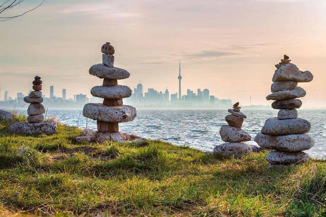 Inukshuk sculpture Toronto Ontario - Photographer @magpie_n_moo / Michèle Thompson